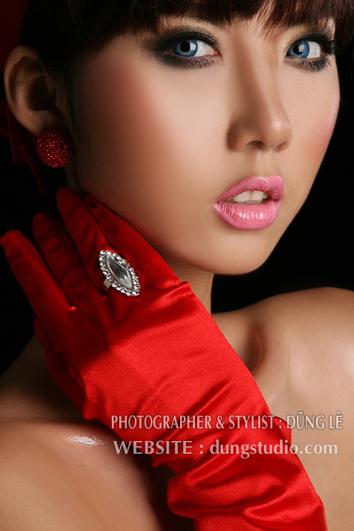 Ngọc Quyên nóng bỏng với bikini đỏ