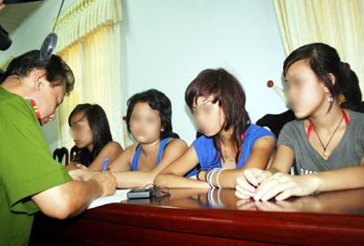 Những thiếu nữ được Công an quận Đống Đa giải cứu