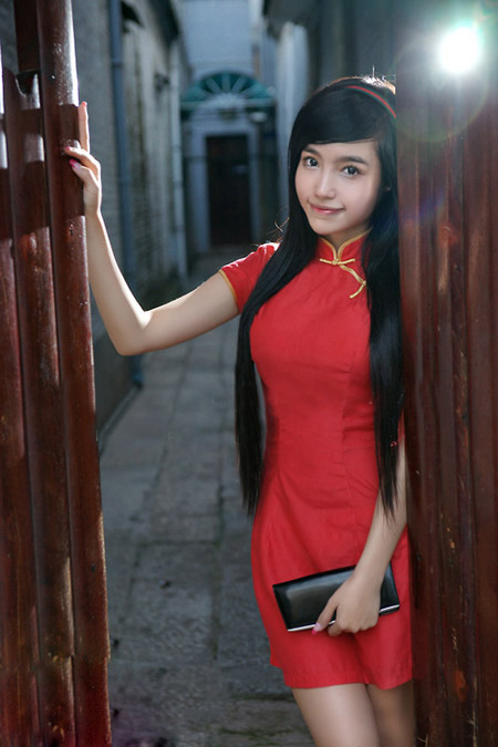 Elly Trần: Gương mặt trẻ con & thân hình đàn bà, Thời