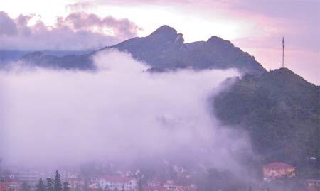 Núi Hàm Rồng ở thị trấn Sa Pa