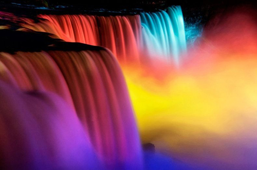 Những thác nước được chiếu sáng tuyệt đẹp ở Niagara 2