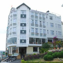 Khách sạn Phố Núi