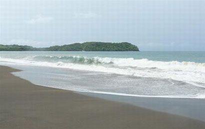 Bãi biển cát đen Playa Venao